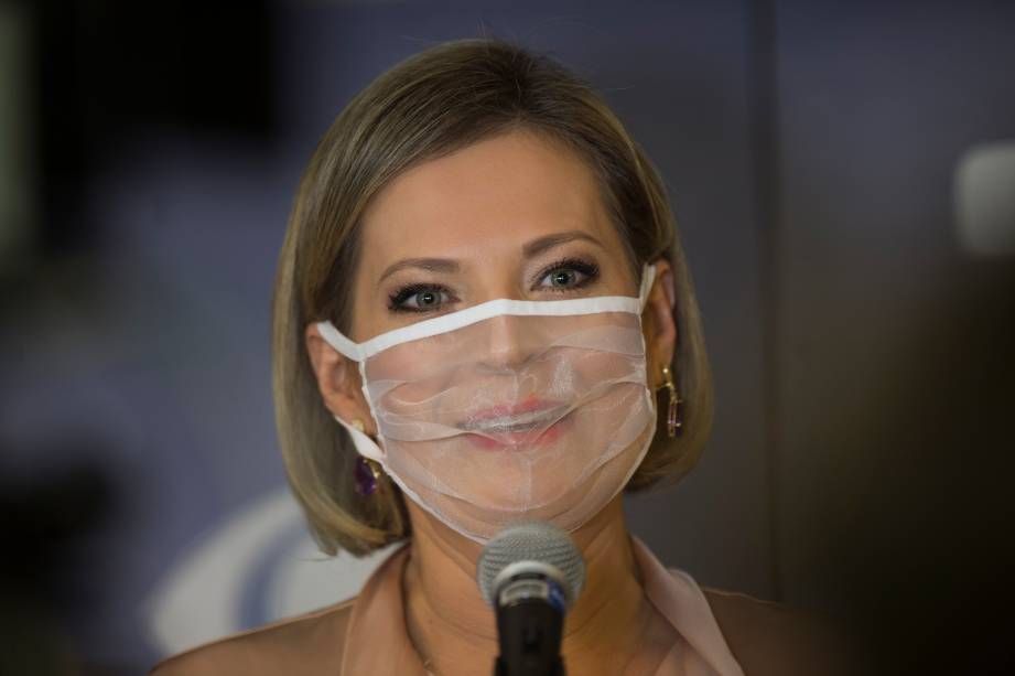 Joice Hasselmann (PSL) durante sua chegada ao primeiro debate eleitoral para a prefeitura de São Paulo -
