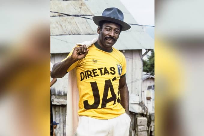 Pelé com a camiseta da campanha das Diretas para Presidente.