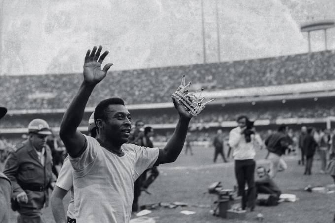 Pelé no jogo de despedida da Selção Brasileira, contra a Áustria, no Estádio do.jpg