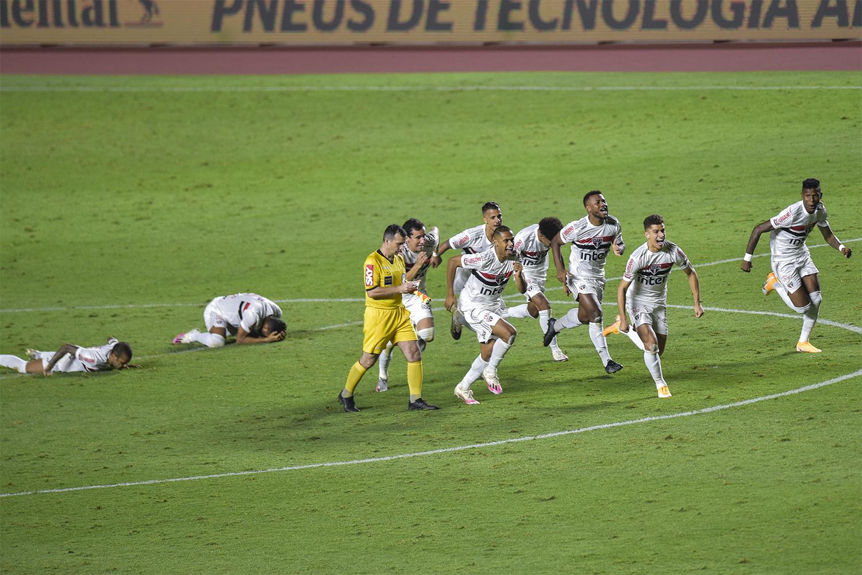 Nos pênaltis, São Paulo bate o Fortaleza e avança na Copa do Brasil