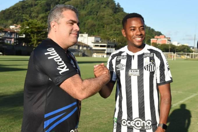 O presidente Orlando Rollo ao lado de Robinho, no CT Rei Pelé