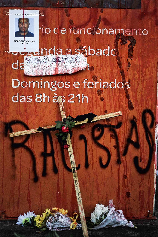 BARBÁRIE - Fachada do Carrefour: o país foi tomado por protestos contra a morte de João Alberto -