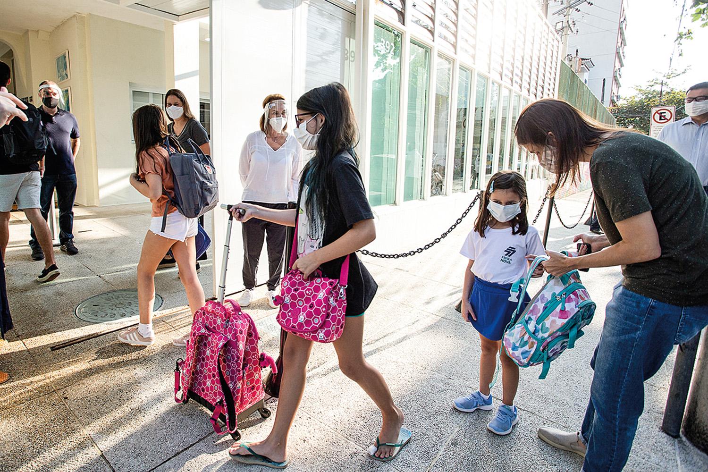 VOLTA ÀS AULAS -Protocolos escolares: segurança para a retomada parcial -