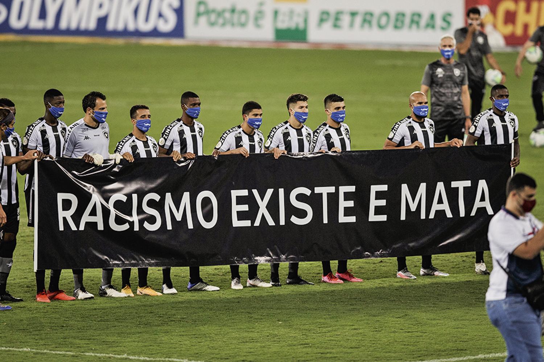 VIDAS NEGRAS IMPORTAM - Manifestação: atos ocorreram até no futebol -