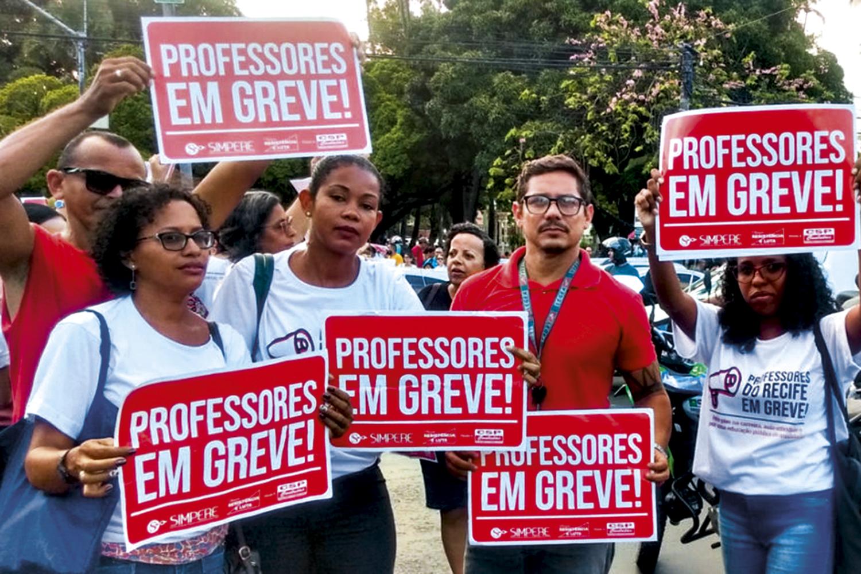 PRESSÃO -Recife: professores municipais fazem greve por melhoria salarial -
