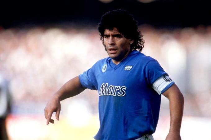 Auge: Maradona em ação pelo Napoli, em 1989