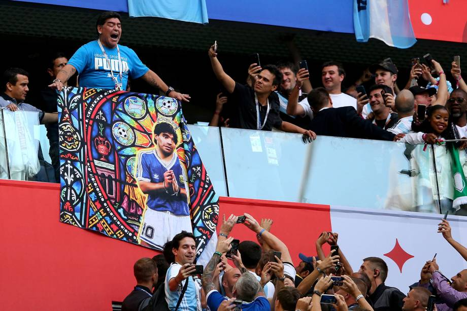 Diego Maradona nas arquibancadas da partida entre Nigéria e Argentina, na Copa do Mundo, em 2018 -