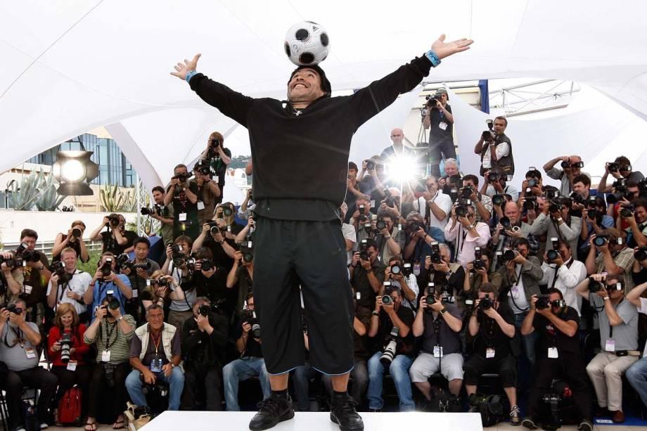 Diego Maradona posa durante o 61º Festival Internacional de Cinema de Cannes, na França, em 2008 -