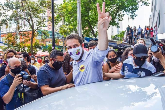 Guilherme Boulos vota em SP