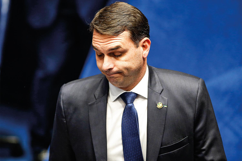Flávio Bolsonaro: esfera federal não tem 'nada a ver' com crise em Manaus |  VEJA