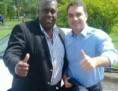 flavio bolsonaro e candidato alvo de busca polícia