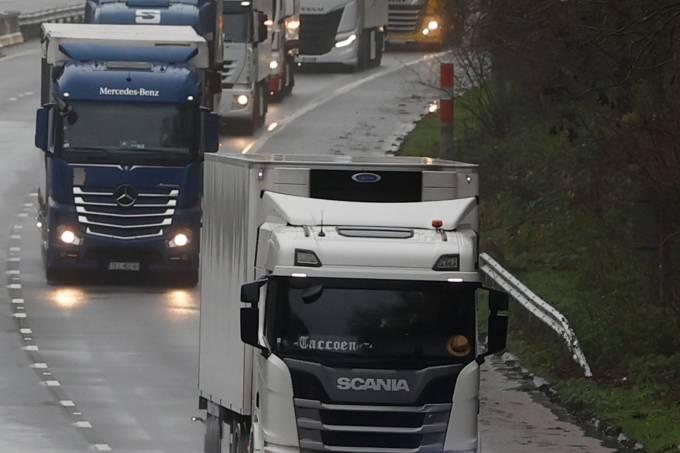 Caminhões de carga na Inglaterra