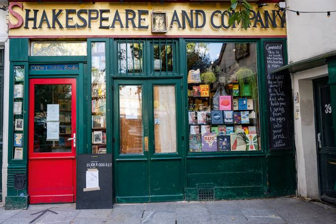 PARIS – BOOKSTORE – SHAKESPEARE AND COMPANY – CLICK AND COLLECT – FRANCE