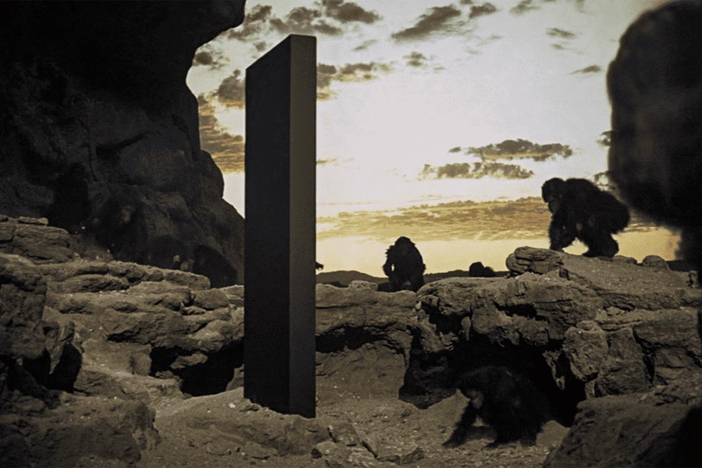 FICÇÃO - Cena do filme 2001: Uma Odisseia no Espaço: bloco alienígena -