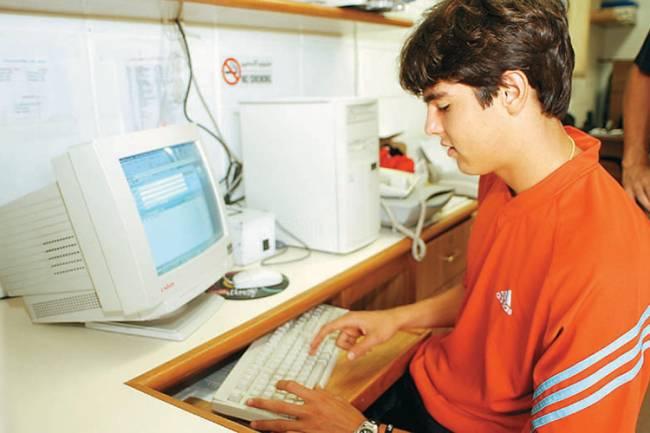 Checando e-mails (sua conta era kk_08@hotmail.com)