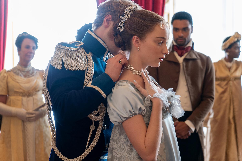 O príncipe Friederich (Freddie Stroma) cortejando Daphne (Phoebe Dynevor) na série da Netflix Bridgerton