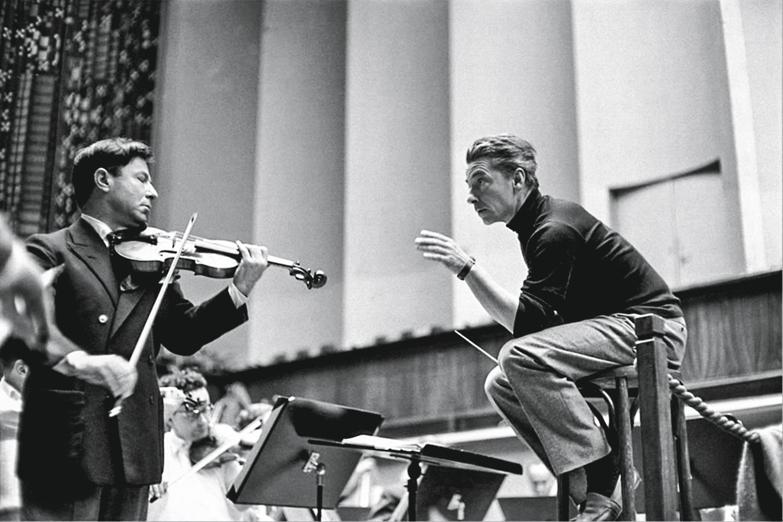 FERA -Karajan instrui violinista para concerto de Beethoven: intérprete clássico -