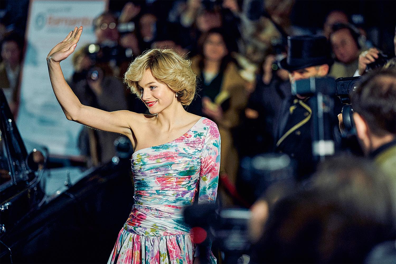 NA MODA -Emma Corrin, no papel da princesa: roupas replicadas e esgotadas -
