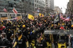 Membros do grupo de extrema direita Proud Boys durante passeata em Washington. 12/12/2020