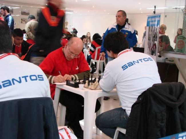 Mequinho em ação em torneio de xadrez