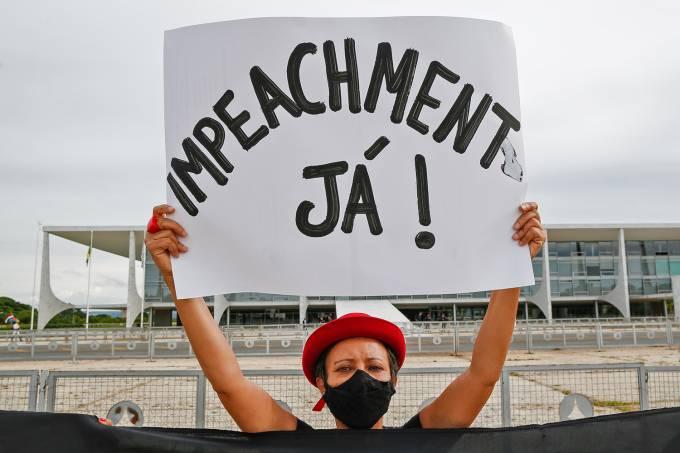 BRAZIL-HEALTH-VIRUS-200,000-FATALITIES-PROTEST