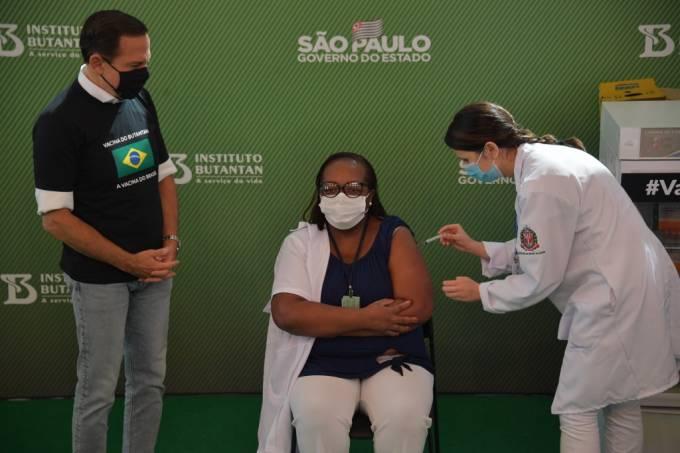 Primeira vacinada contra a Covid-19 no Brasil