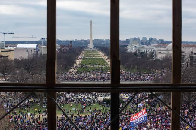 Apoiadores de Trump cercam o Congresso