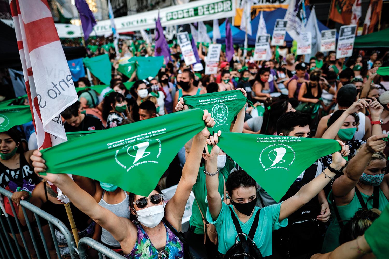 VITÓRIA- Argentina: manifestantes celebram aprovação de lei que permite interromper gravidez nas primeiras catorze semanas -