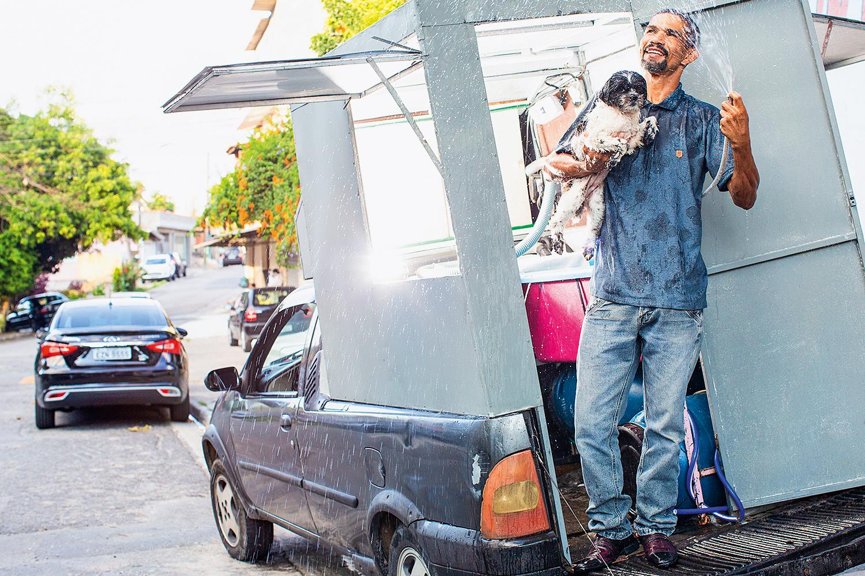 CERQUEIRA - Satisfação na troca de uma pet shop pelo trabalho de casa em casa -