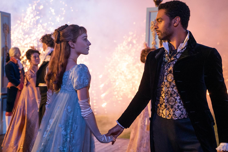 O duque Simon Basset (Regé-Jean Page) e Daphne (Phoebe Dynevor): protagonistas de 'Bridgerton', da Netflix -