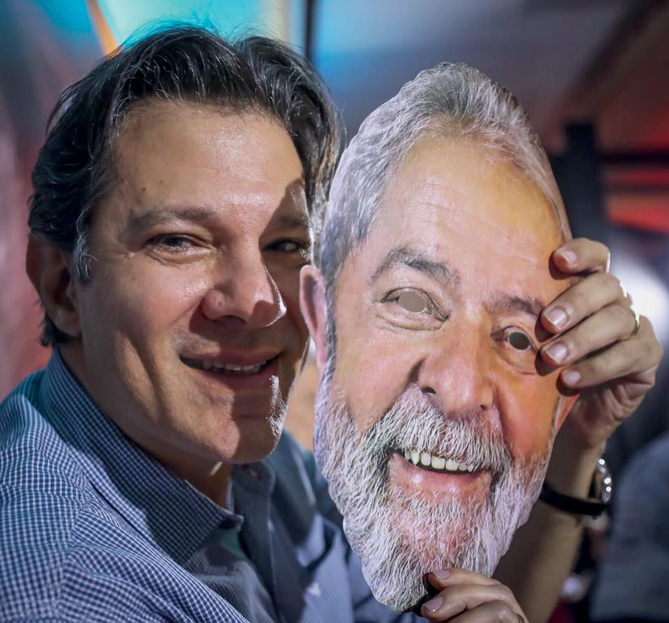 PIORA- Haddad com máscara de Lula: a dupla oscila para baixo e está longe de ameaçar a liderança de Bolsonaro -