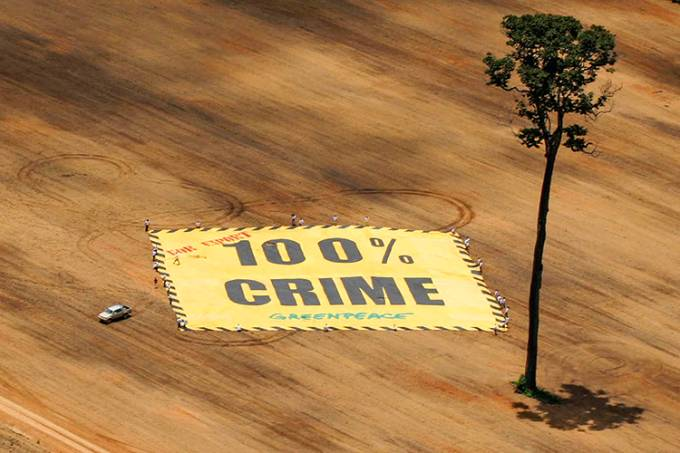 President of Agricultural Producers Association drives a banner placed by Greenpeace activists in Santarem