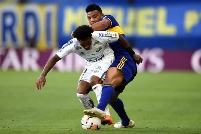 Atacante Marinho, do Santos, reclamou de pênalti diante do Boca Juniors na Bombonera