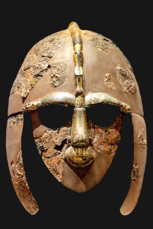 DIGNO DE REI- O capacete de Sutton Hoo, exposto no Museu Britânico: cultura vibrante -