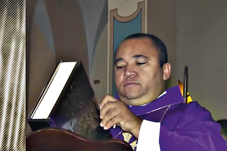 O PADRE -Bartolomeu: acusado duas vezes de abuso sexual, ele nega tudo -