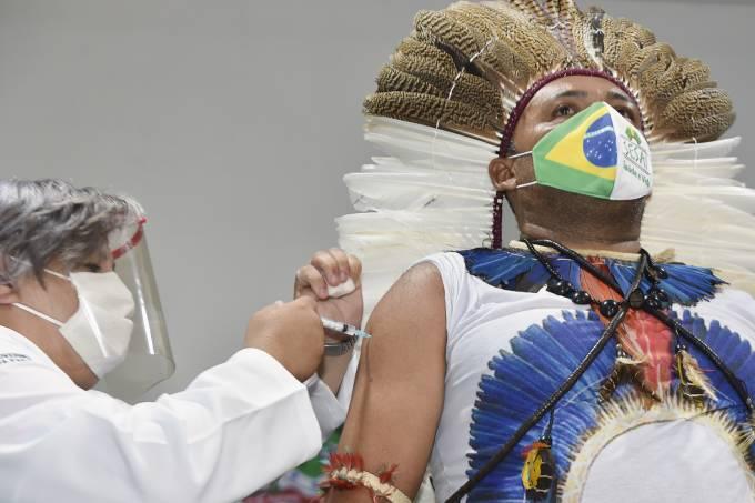VACINA-COVID-19-BRASIL-INDIO-2021-1.jpeg