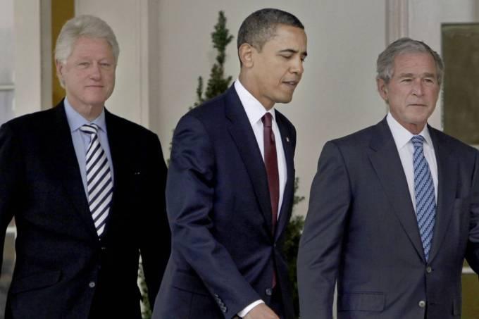 Os ex-presidentes Bill Clinton,, Barack Obama e George Bush