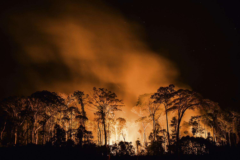EM CHAMAS -Queimada na Amazônia: imagem do Brasil como destruidor da natureza pode trazer danos ao agronegócioEm chamasQueimada na Amazônia: imagem do Brasil como destruidor da natureza pode trazer danos ao agronegócio -