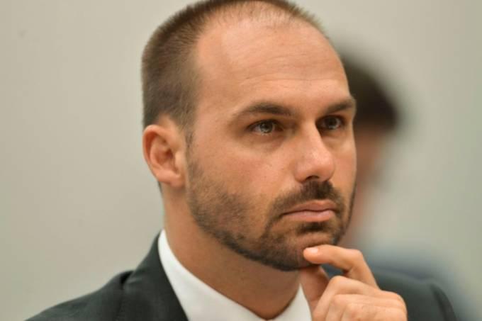 eduardo bolsonaro é condenado a pagar indenização a jornalista da Folha Patrícia Campos Mello