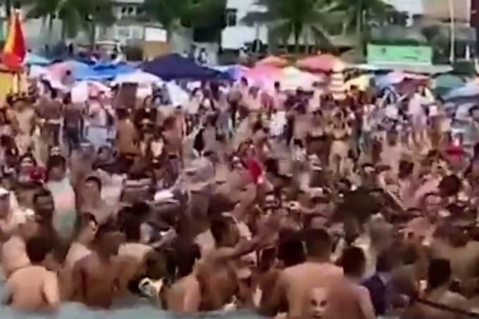 Centenas de banhistas cercaram Bolsonaro na Praia Grande