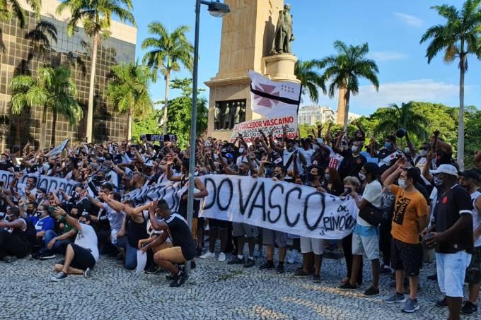 Grupo de vascaínos se reuniu no centro do Rio para protestar