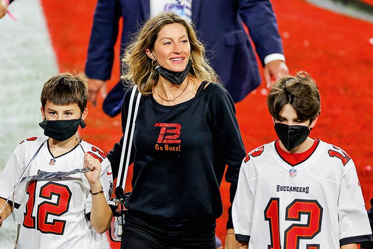 EM CASA -Gisele Bündchen, com dois dos filhos de Brady: ela segue a dieta dele -
