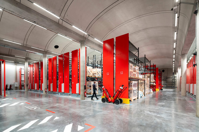 Obras de arte no Centro de Conservação do Louvre em Liévin, na França -