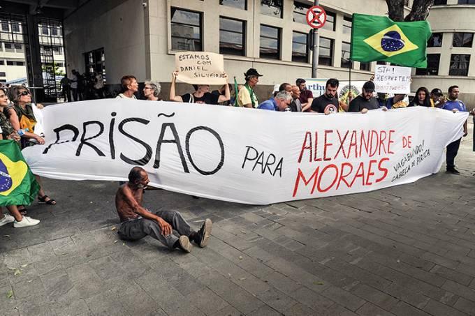 Briga entre manifestantes contrários e favoráveis ao Deputado Daniel Silveira
