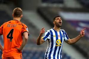 Mehdi Taremi, do Porto, celebra gol contra a Juventus -
