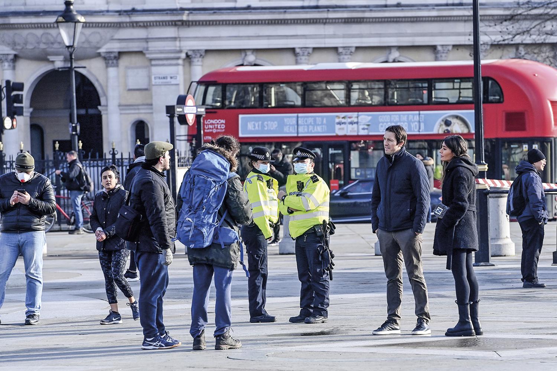 ZELO- Londres, ainda em lockdown: o número de casos caiu cerca de um terço com o avanço da imunização em massa -