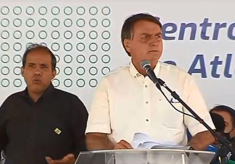 O presidente Jair Bolsonaro discursa durante a inauguração de centro de atletismo em Cascavel (PR)
