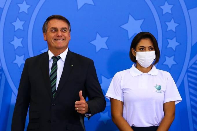O presidente Jair Bolsonaro e a primeira-dama Michelle Bolsonaro durante o lançamento do programa Adote um Parque, no Palácio do Planalto.