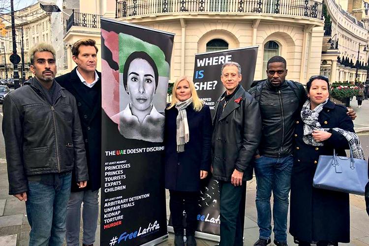 PRESSÃO -Manifestação em Londres: amigos contrabandearam um celular -
