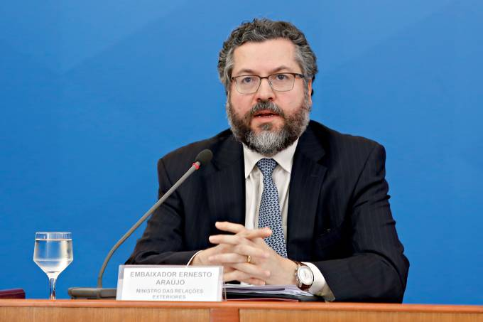 Ernesto Araújo presta depoimento à CPI da Pandemia nesta terça-feira